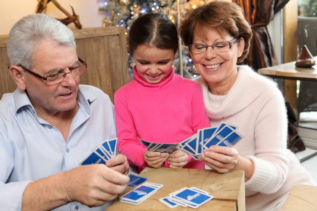 Have fun with grandparents and give the right gift: a game!